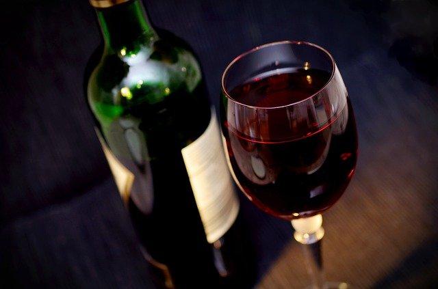 vino-čaša-flaša